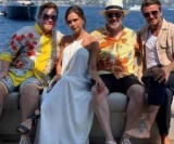 Девід Бекхем злився в пристрасному поцілунку з дружиною на яхті Елтона Джона