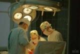 Хірурги інституту Шалімова дістали з шиї пацієнта 25-сантиметрову тріску, що