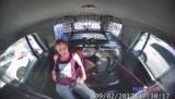В Техасе, девушка освободилась от жены и угнала джип полиции (видео)